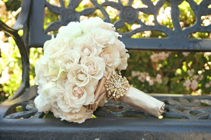 vintage-bridal-bouquet-with-broach