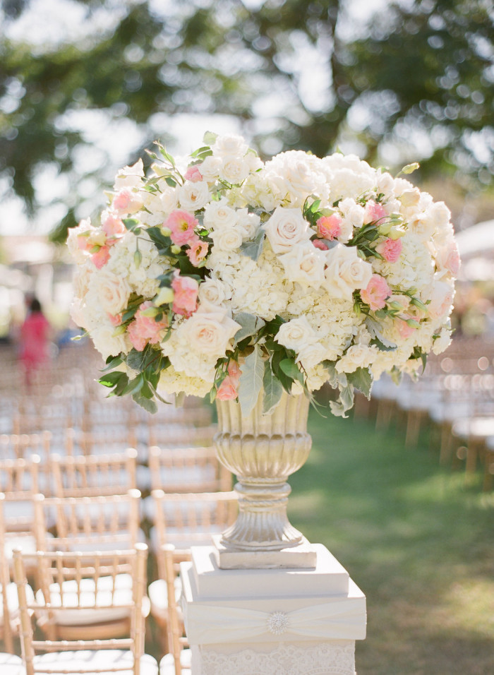 Floral-Urn-Couture-Events-Ceremony